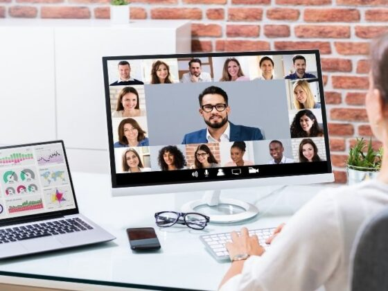 4-consejos-para-que-las-videoconferencias-sean-efectivas_Tick-Translations-560x420